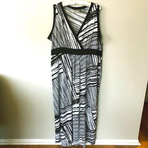 Avenue Black & White Maxi Dress - Size 18/20
